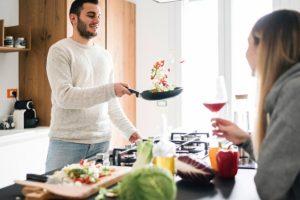 Готовим сдетьми: 5 рецептов простых блюд, которые можно приготовить вместе
