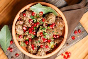 Рецепты звезд: Ольга Кабо готовит печень сгранатом